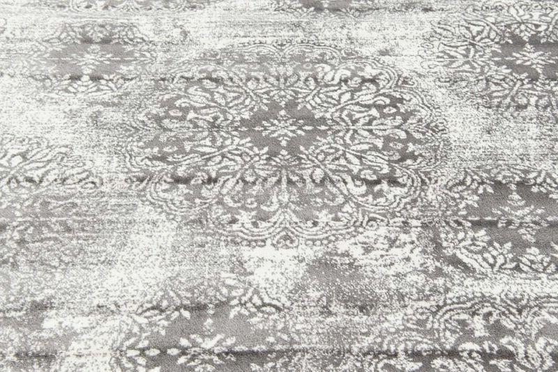 Unique Traditional Vintage Rug